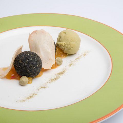 VI La Locanda di Piero - Perla nera - Praline di stoccafisso e patata americana con pollastra affumicata chutney di mango e sorbetto al te matcha